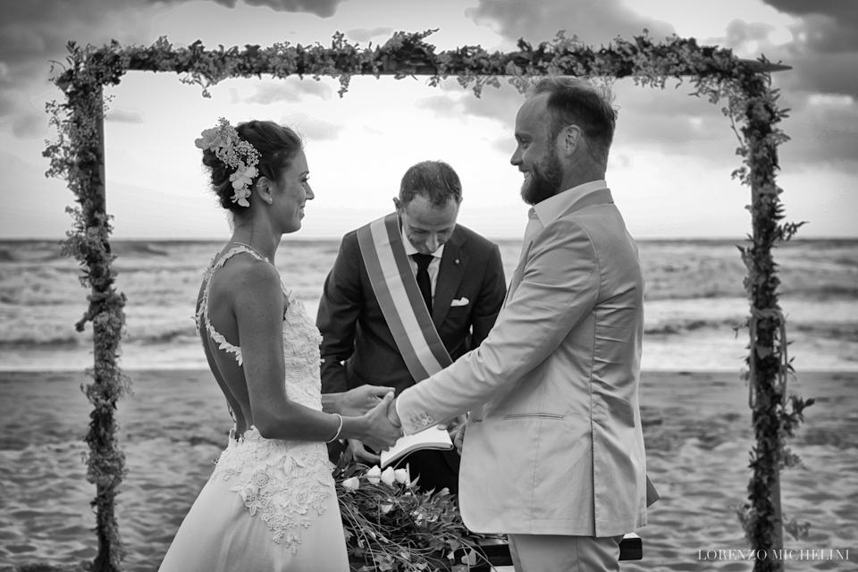 Fotografo matrimonio-Viareggio-spiaggia-bagnitirreno-Toscana-Viareggio- scattidamore-Scatti-d-Amore-wedding-photographer10-