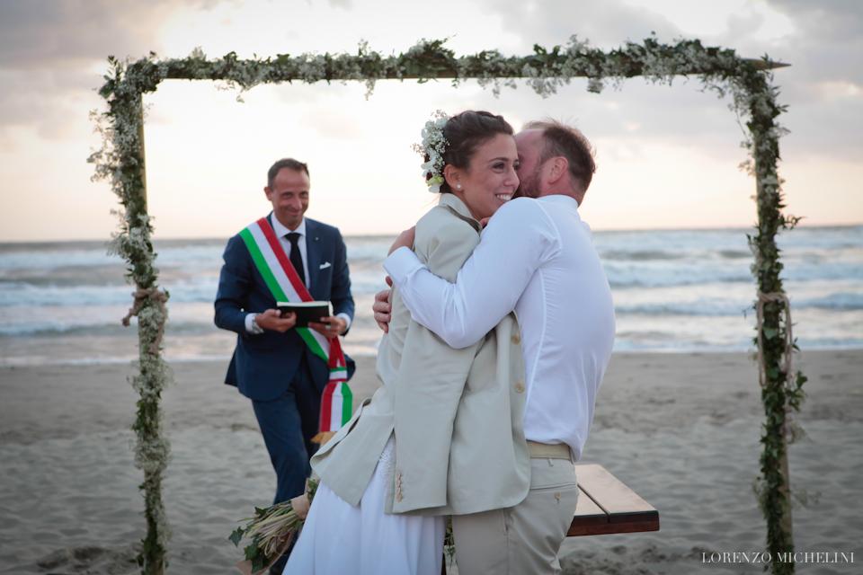 Fotografo matrimonio-Toscana-Fotografo matrimonio-spiaggia-mare-beach-wedding-photographer-Toscana-Viareggio-scattidamore-Scatti-d-Amore-wedding-photographer-Bagni Tirreno-Viareggio- scattidamore-Scatti-d-Amore-wedding-photographer17-