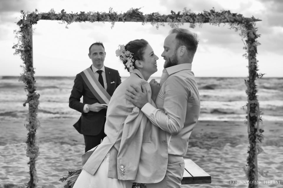 Fotografo matrimonio-Toscana-Fotografo matrimonio-spiaggia-mare-beach-wedding-photographer-Toscana-Viareggio-scattidamore-Scatti-d-Amore-wedding-photographer-Viareggio- scattidamore-Scatti-d-Amore-wedding-photographer18-