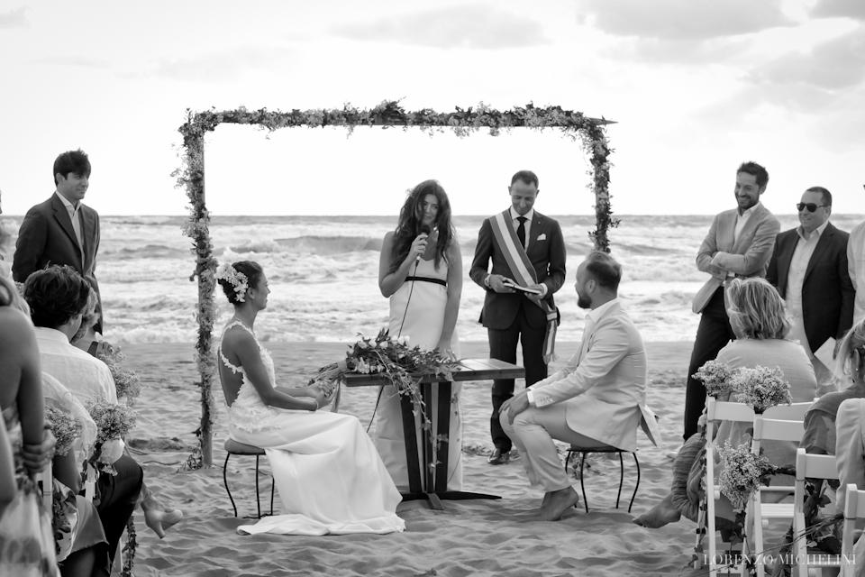Fotografo matrimonio-Toscana-Viareggio-matrimoniosulmare-mare-spiaggia-wedding-beach-scattidamore-Scatti-d-Amore-wedding-photographer4-