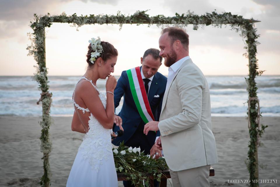 Fotografo matrimonio-Toscana-Fotografo matrimonio-Toscana-Fotografo-Viareggio-matrimonio-spiaggia-mare-beach-wedding-photographer-Toscana-Viareggio-scattidamore-Scatti-d-Amore-wedding-photographer-Viareggio- scattidamore-Scatti-d-Amore-wedding-photographer-Viareggio- scattidamore-Scatti-d-Amore-wedding-photographer8-