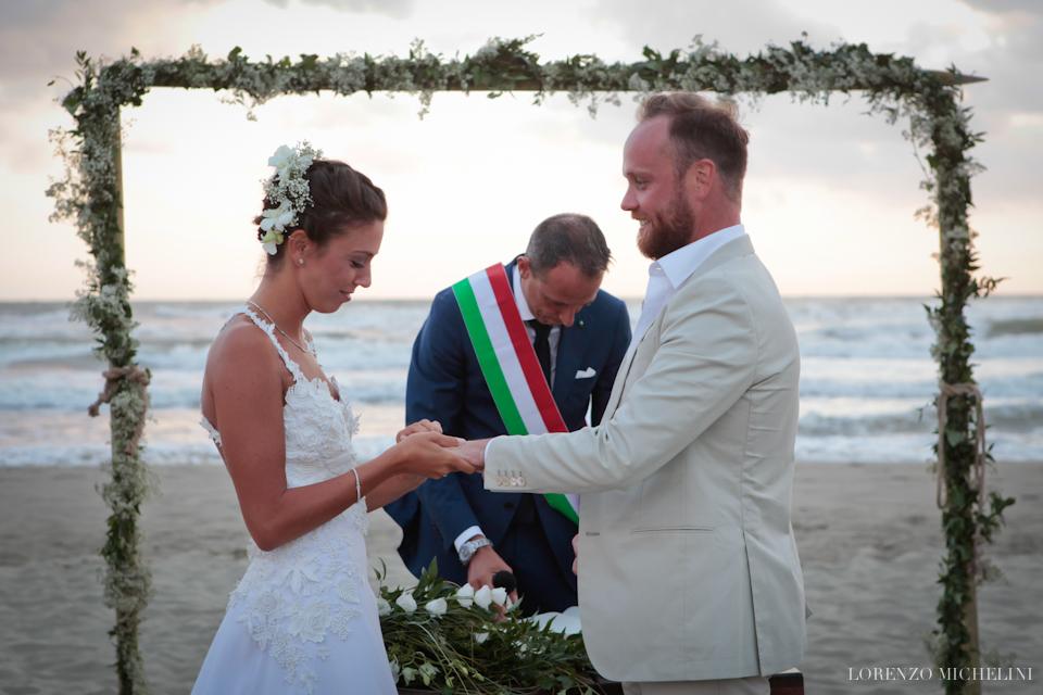 Fotografo matrimonio-Viareggio-spiaggia-promesse-wedding-beach-Toscana-Viareggio- scattidamore-Scatti-d-Amore-wedding-photographer9-