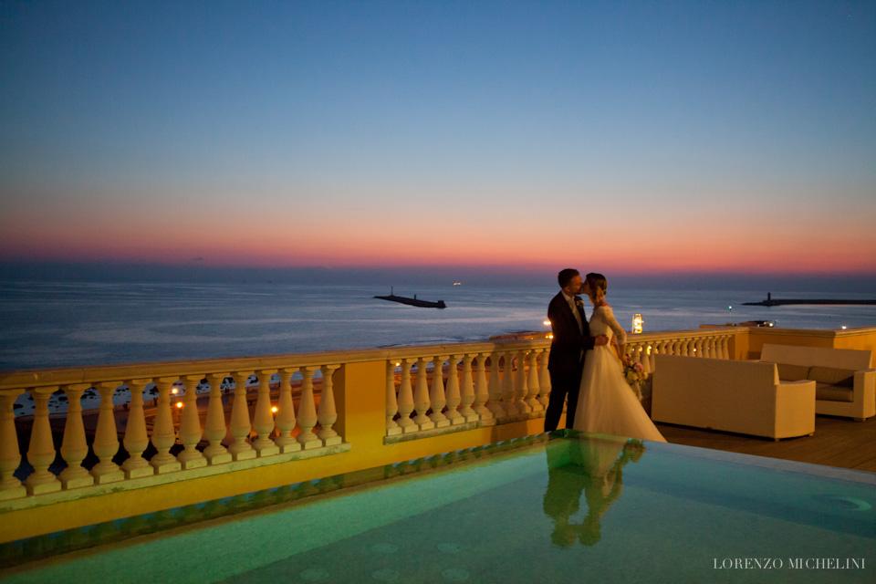 Fotografo-matrimonio-Livorno-Grand-Hotel-Palazzo-Livorno-Quercianella-Scattidamore-scatti-d-amore-wedding-photographer-Terrazza-Mascagni-Livorno-Villa-Margherita-Quercianella-sposi-mare-scogli-Livorno
