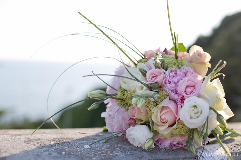 Fotografo-matrimonio-Livorno-Quercianella-Scattidamore-scatti-d-amore-wedding-photographer-Terrazza-Mascagni-Livorno-Villa-Margherita-Quercianella-sposi-mare-scogli-Livorno-bouquet